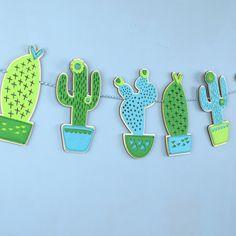 Diese blaue und grüne schrulligen Kaktus-Girlande wird siehst großartig wo seine aufgehängt. Stellen Sie sich vor, wie toll dieser Kaktus Ammer aussehen würde in einem Neugeborenen Kinderzimmer oder eine stilvolle Jugendliche Schlafzimmer aufgehängt, wo es die schöne Farbkombinationen