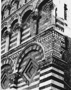"""Pistoia (Toscana, Italia) - Chiesa di S. Giovanni Fuorcivitas  a """"strisce bianche e verdi"""""""