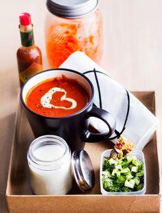 Hot tomatoe soup - Tulinen tomaattikeitto, resepti – Ruoka.fi Kuva/Photo: Sampo Korhonen/Otavamedia