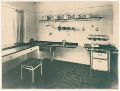 Weissenhofsiedlung: photograph of a kitchen In the 1920s, numerous providers of social housing visited the Weissenhofsiedlung, a model resid...