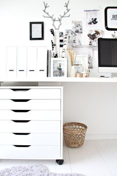 ♥ black and white home office from stylizimo @DecoCrush