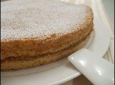 Receita de Bolo Bem-Casado - bolo horizontalmente separando-o em 2 partes, misture o leite de coco com o açúcar e despeje metade da mistura de forma uniforme na parte inferior...