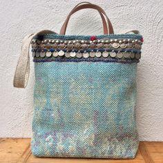 Handmade kelim tote bag with tribal details by KussenvanPaula Fabric Tote Bags, Diy Tote Bag, Jean Diy, Potli Bags, Embroidery Bags, Boho Bags, Jute Bags, Handmade Bags, Purses And Handbags