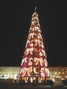 リスボン市庁舎前 「死ぬまでに見たい世界のクリスマスツリー10」 トリップアドバイザー