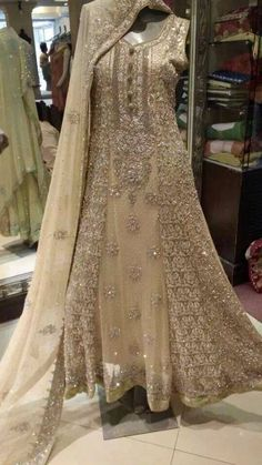 Party and bridal wear Pakistani Couture, Pakistani Wedding Dresses, Pakistani Outfits, Indian Dresses, Indian Outfits, Red Lehenga, Lehenga Choli, Ethnic Fashion, Indian Fashion