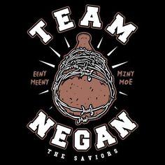 Camiseta de la serie The Walking Dead inspirada en el famoso bate de béisbol de Negan, lider de The Saviors.