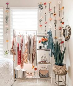 Check out this awesome little corner of the room from ! What …- - Home Decor Cute Bedroom Ideas, Cute Room Decor, Room Ideas Bedroom, Bedroom Decor, Study Room Decor, Bedroom Inspo, Bedroom Wall, Aesthetic Room Decor, Cozy Room