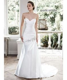 This is a gorgeous timeless fit and flare gown from SALE PRICE: ONLY £400   #elegantbride #huntmydress #bride