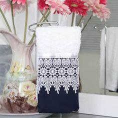 Toalha Lavabo Azul Marinho com Guipir by MB Guest Towels, Tea Towels, Home Crafts, Diy And Crafts, Sewing Crafts, Sewing Projects, Decorative Towels, Bath Linens, Bathroom Towels