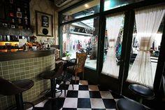 過去精緻的吧台,原汁原味地搬運到新址。 Art Room Doors, Home, Ad Home, Art Classroom Door, Homes, Haus, Houses