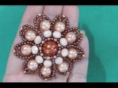 Flor de Perolas Adriana Valério para Chinelas e Tiaras - Maguida Silva - YouTube Beaded Jewelry, Handmade Jewelry, Beaded Bracelets, Beading Tutorials, Beading Patterns, Decorating Flip Flops, Necklace Tutorial, Xmas Ornaments, Bead Crafts