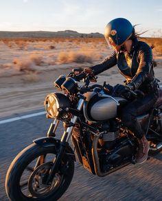31 super ideas for girl motorcycle photography style - *Sport Bikes: Motorcycles - Motorrad Motos Vintage, Vintage Motorcycles, Motorcycle Images, Motorcycle Style, Motorcycle Helmet, Motorcycle Girls, Lady Biker, Biker Girl, Badass