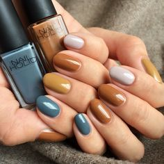 Looking for easy nail art ideas for short nails? Look no further here are are quick and easy nail art ideas for short nails. Toe Nail Color, Nail Polish Colors, Gorgeous Nails, Pretty Nails, Popular Nail Colors, Fall Manicure, Fall Nails, Fall Nail Art Designs, Nagellack Trends