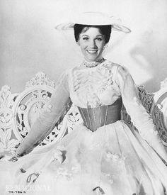 La actriz Julie Andrews como Mary Poppins. 11-12-1965 (ARCHIVO EL NACIONAL)
