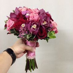 Mix bridal bouquet with pink color tone...for more @maghavanto