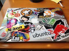 ステッカーベタベタMacBook Air | Hazi.log