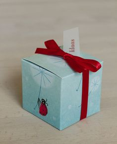 Baby shower favor box by Isabel Bouttens