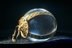 bound pendant from Picquigny, rock crystal and gold, Merovingian, Ashmolean AM 1909.661a