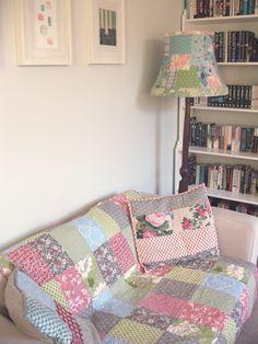 dan ganas de coser en ese sofá
