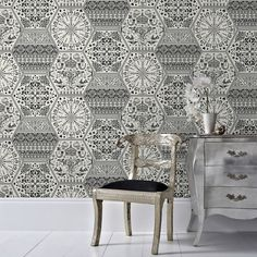 Our Marcel Wanders wallpaper collection features beautifully intricate patterns fused with bold colors to create iconic wallpaper designs.