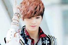 Este es uno de mis cantantes favoritos en musica japonesa si a alguien le interesa  la banda se llama nueat el cantante es JR