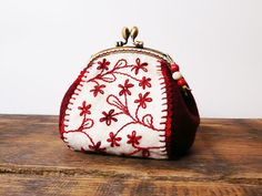 Red coin purse floral Emroidered felt coin frame purse