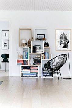 Stacked shelf by Muuto, Acapulco chair by OK Design. Milk table lamp by , Myran chair by Arne Jacobsen. Via Femina. Ok Design, Deco Design, House Design, Living Room Inspiration, Interior Inspiration, Interior Ideas, Acapulco Chair, Nordic Home, Nordic Living