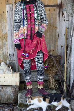 """Wintermode 2013 - Trikotleggings mit geometrischem Jacquardmuster, das den hübschen estländischen Namen"""" Sirja"""" trägt- Wunderschön zu Pullovern oder etwas längereren Tuniken. Figurnahe Paßform. http://www.gudrunsjoeden.de/Accessoires--40079d.html"""