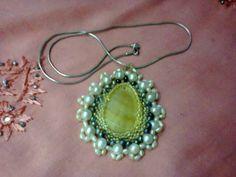 Medallón de madre perla, perlas naturales muy elegante elaborado a mano