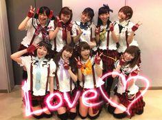 "《LoveLive!》μ's首次出演《Music Station》盛况空前 - http://mag.moe/39098 #Lovelive, #MusicStation, #ΜS, #南条爱乃, #绚濑绘里 12月4日当红企划《LoveLive!》中的偶像团队μ's首次登上音乐节目《Music Station》的舞台  令日本粉丝为之沸腾。""Music Station""和""μ's""等相关词成为各大热门实时话题榜的首位。演出时摄影也十分给力,完美地还原了动画的构图。 μ's是�"