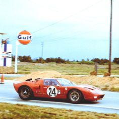 Graham Hill / Jackie Stewart - Ford - Alan Mann Racing - Sebring 12 Hours of Endurance for The Alitalia Trophy - Sebring 12 Hours - 1966 World Sportscar Championship, round 2 - Challenge Mondial, round 1 Sports Car Racing, Sport Cars, Road Racing, Auto Racing, Le Mans, Grand Prix, Automobile, Car Man Cave, Ford Gt40