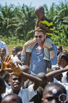 12/20/13 Gerard Butler plays with children in Liberia while helping Mary's Meals