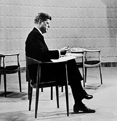 "John Kennedy, sitting on ""The Chair"", designed by famous danish designer Hans Wegner Hans Wegner, John Kennedy, Danish Modern, Mid-century Modern, Danish Design Store, Danish Furniture, Danish Chair, Furniture Design, Round Chair"