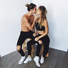 How to strike the most stylish poses on social media | kissing couple shot