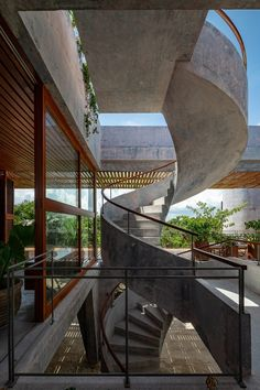 An outdoor spiral concrete staircase leads up to a large roof terrace with a swimming pool and an outdoor dining room in this house. Tulum, Hotel Providence Paris, House Cast, Timber Pergola, Brutalist Buildings, Restaurants, Spiral Staircase, Staircases, Concrete Staircase