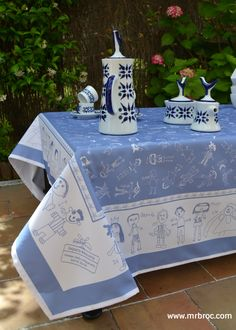 manteles originales hecho con dibujos infantiles el regalo mas emotivo para el profe mrbroccom regalos para profesores pinterest mantels