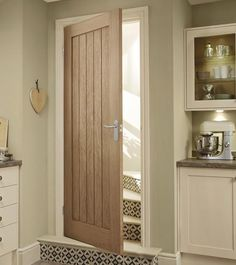 This Genoa Oak internal hardwood door adds interest and works well in both modern and classic interiors. Oak Doors, House Doors, Ideal Home, Interior And Exterior, Cottage Doors Interior, Oak Interior Doors, Windows And Doors, Decoration, Interior Inspiration