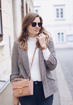 Streetstyle Herbst Outfit mit Hahnentritt Blazer, Rollkragenpullover und Cluse Garconne