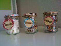 Frascos de galletas dulces decorados para niños