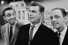 Gomer Pyle (Jim Nabors) Andy Taylor (Andy Griffith) Barney Fife (Don Knotts) Jim Nabors, Barney Fife, Don Knotts, The Andy Griffith Show, Childhood Tv Shows, Classic Tv, Classic Films, Great Tv Shows, Old Tv