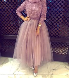 Be like a princess with these pretty amazing evening gowns; Those lovely gowns are Hijab Prom Dress, Hijab Evening Dress, Hijab Wedding Dresses, Evening Gowns, Gown With Hijab, Muslim Evening Dresses, Dress Wedding, Bridesmaid Dresses, Modest Fashion Hijab
