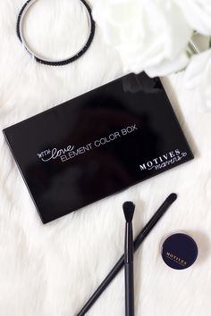 Looking for a simple go-to palette to create beautiful daytime and evening looks? The Motives Mavens Element Color Box might be right up your alley! Read more to hear my in-depth review.