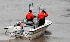 New York State Police trooper Tim Hard, right, and Mike Phelps, left, use a sonar device to look in to the depths of the Hudson River in Troy, New York, where a water search is taking place for Jaliek Rainwalker February 7,  2008.  Rainwalker has been missing since November 1, 2007. (Skip Dickstein / Times Union) Photo: SKIP DICKSTEIN / ALBANY TIMES UNION