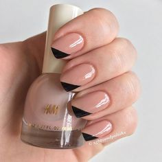 Photo of 22 Nude Nail Art Ideas to Mix Up Your Basic Manicure Casual Nails, Stylish Nails, Trendy Nails, Black And Nude Nails, Natural Nail Art, Nagellack Design, Basic Nails, Minimalist Nails, Exfoliant