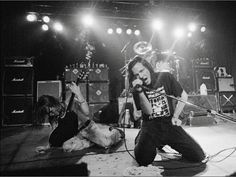early pearl jam live on stage Feel this energie