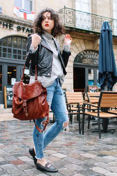 #ootd #ootn #blogger #blogocrew #frenchgirl #frenchstyle #fashionblogger #frenchblogger #mode #destroy #denim #bordeaux #lookbook #newpost #casual #easylook #streestyle #anaiswho #potd #fashion #lookoftheday #poitiers #paris #mocassins #loose #xxl #curve #perfecto #leather #newpost #curl #culyhairdontcare #curls #natural #naturalcurls #style #likethislook #winter #rainy