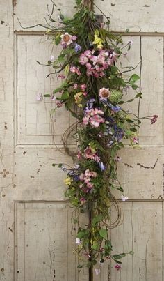 Ana Rosa Spring flowers for the door. Love Flowers, Dried Flowers, Beautiful Flowers, Wedding Flowers, Fresh Flowers, Summer Flowers, Summer Colors, Simply Beautiful, Deco Floral