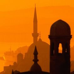 Yeni Camii, Istanbul, Türkiye Perspective Atmosphérique, Perspective Photography, Art Photography, Silhouette Photography, Monochromatic Paintings, Intro To Art, 7th Grade Art, Ecole Art, Art Curriculum