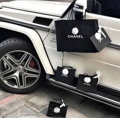 Luxury inspo, millionaire aesthetic, Chanel bags and G Wagon - Dreamcar - Rich Lifestyle G Wagon, Rich Lifestyle, Luxury Lifestyle, Women Lifestyle, Lifestyle News, Yacht Luxury, Luxury Cars, Billionaire Lifestyle, Luxe Life