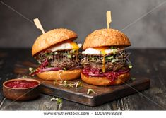 Low-Carb keto mcdonald's options for on the go kiss my keto burger per Homemade Beef Burgers, Venison Burgers, Keto Mcdonalds, Falafels, Good Burger, Burger Food, Keto Burger, Burger Perfect, Burger Mix